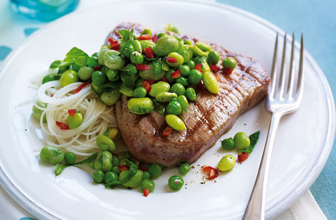Tuna steaks with chilli edamame